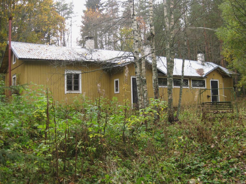 Juho Mattssonin kaupparakennus syksyllä 2013 Koskelantien varressa